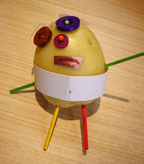 Забавная фигурка из картошки